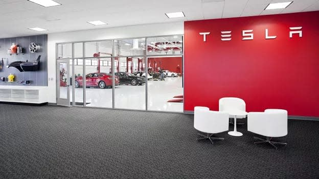 Another senior executive of Tesla resigns