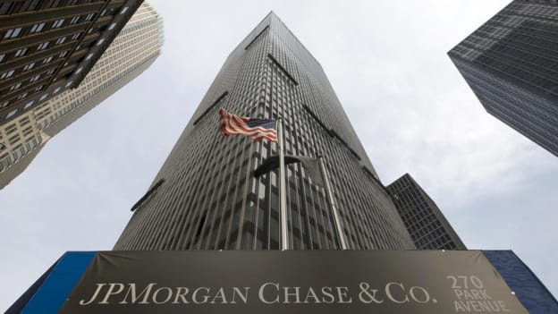 News: JPMorgan to cut jobs after staffing review — People