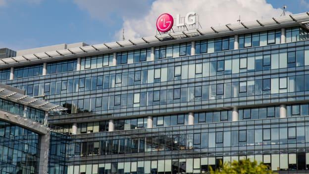 LG replaces CEO, top execs post losses