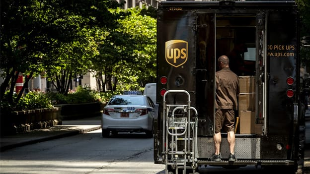 UPS to hire over 100,000 for holiday season