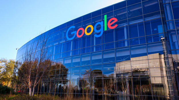 Google delays return to office and mandates vaccines
