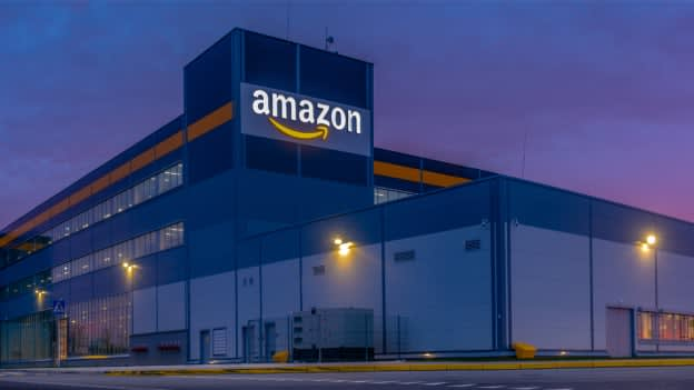 Amazon hires for 125K logistics jobs and increases starting pay to $18/ hour