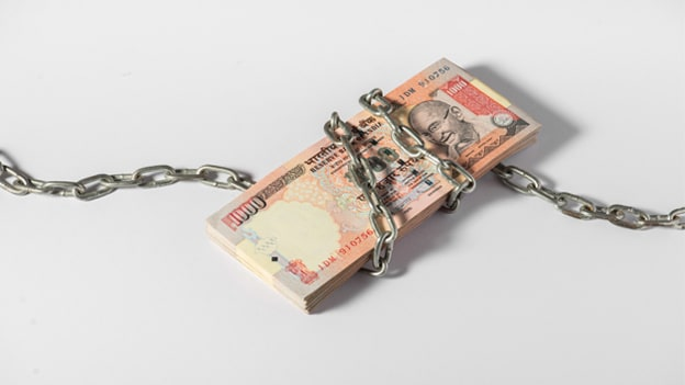 What are companies doing to fight demonetization crisis?