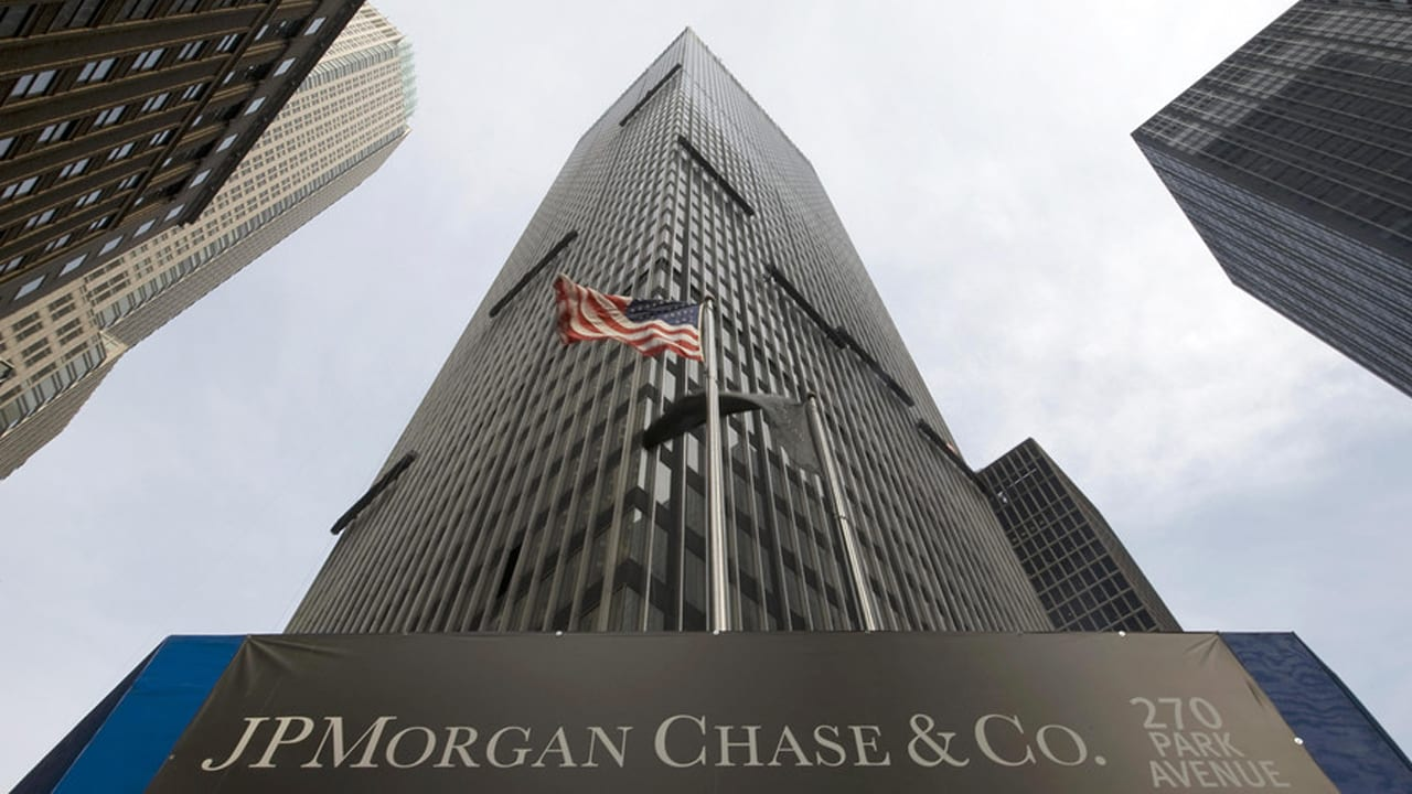 News: JPMorgan to cut jobs after staffing review — People Matters