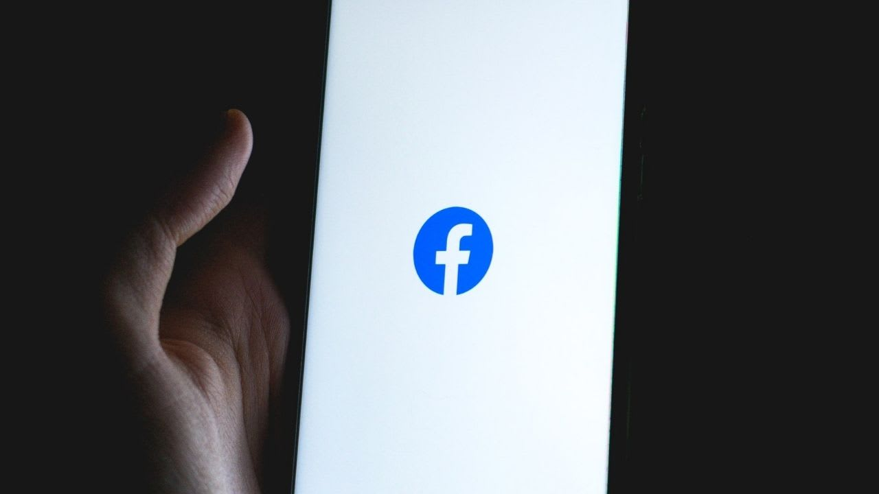 Facebook workers slam tactics 'exploiting' users