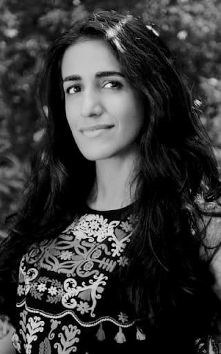 Dr. Ayesha Khanna