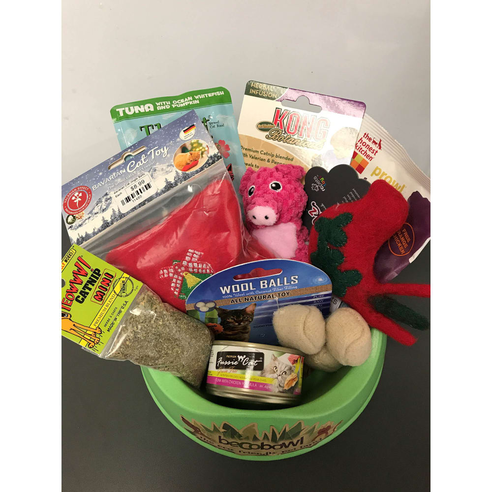 Christmas Themed Gift Basket For Cats 30 Value