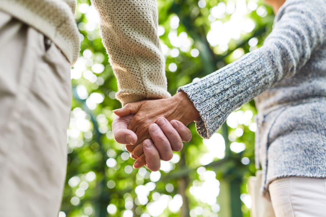 Das Leben mit Morbus Parkinson: So finden Angehörige von Menschen mit Parkinson Hilfe im Alltag