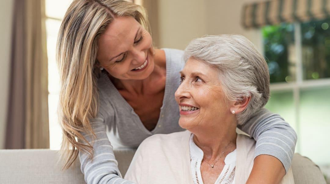 Angehörigenpflege: Hilfreiche Unterstützungsmöglichkeiten bei privater Pflege und Betreuung - was Familien wissen müssen