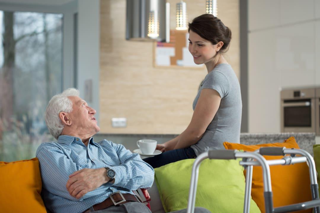 Stundenweise Verhinderungspflege: So profitieren pflegende Angehörige!
