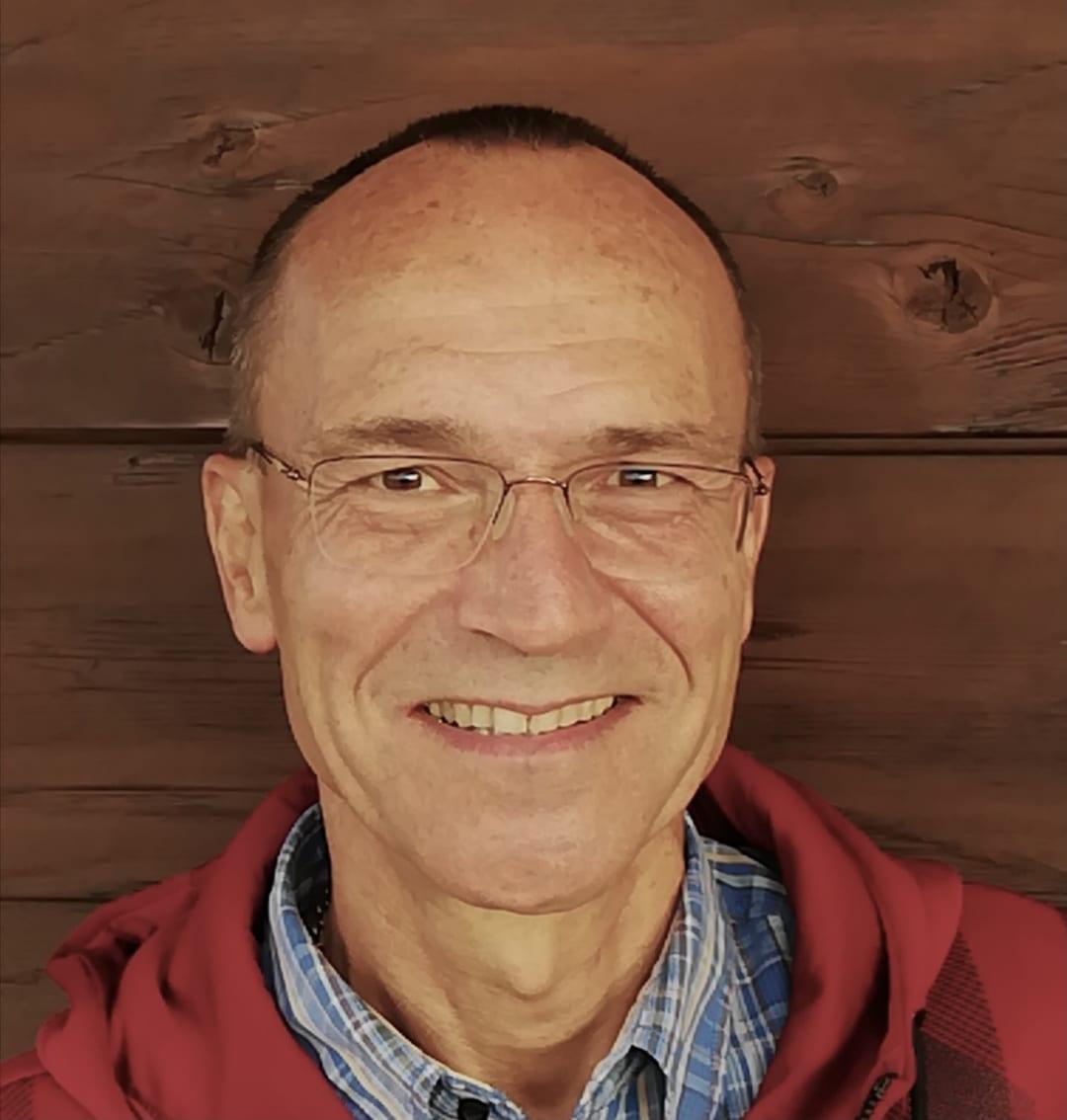 """""""Ich komme glücklich nach Hause"""": Stefan Niesslein spricht über seine Arbeit als Seniorenbetreuer bei Pflegix"""