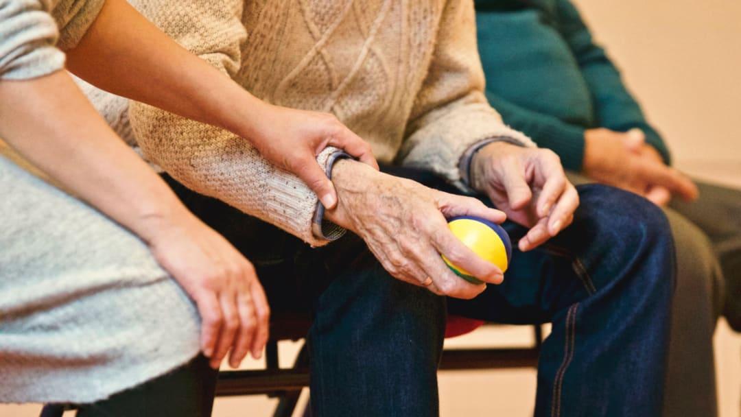 Morbus Parkinson verstehen: Symptome und Therapien im Überblick