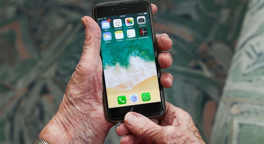 Digital im Alter: Nützliche Hilfsmittel für einen geregelten Alltag