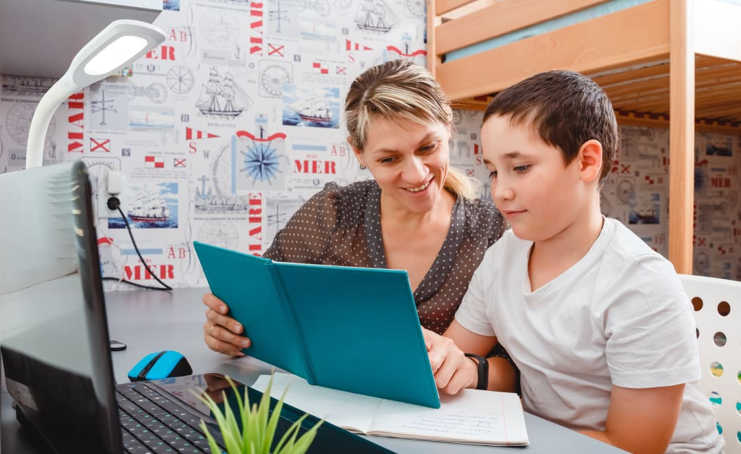 Familien in der Corona-Krise: So erhalten Familien zwischen Pflege und Homeschooling Unterstützung