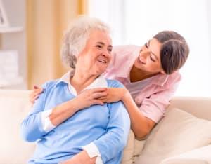 Vollzeitjob und Vollzeitpflege: So können Arbeitgeber Unterstützung anbieten