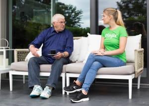 Der Weg in die Selbstständigkeit: Jetzt als Seniorenbetreuer bei Pflegix durchstarten