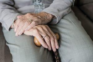 Arthrose: Was tun, wenn im Alter die Kraft in den Gelenken nachlässt?