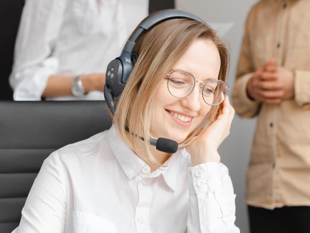 pflegix-care-team-mitarbeiter-im-telefonat