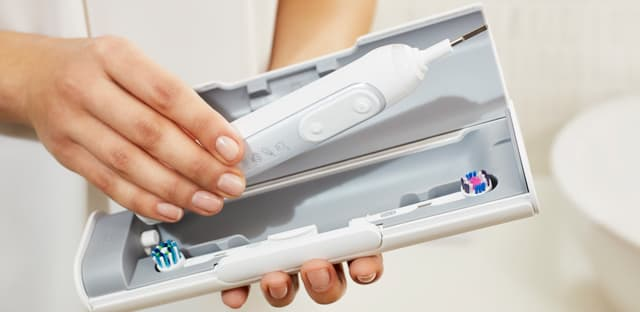 How to brush teeth properly? article banner
