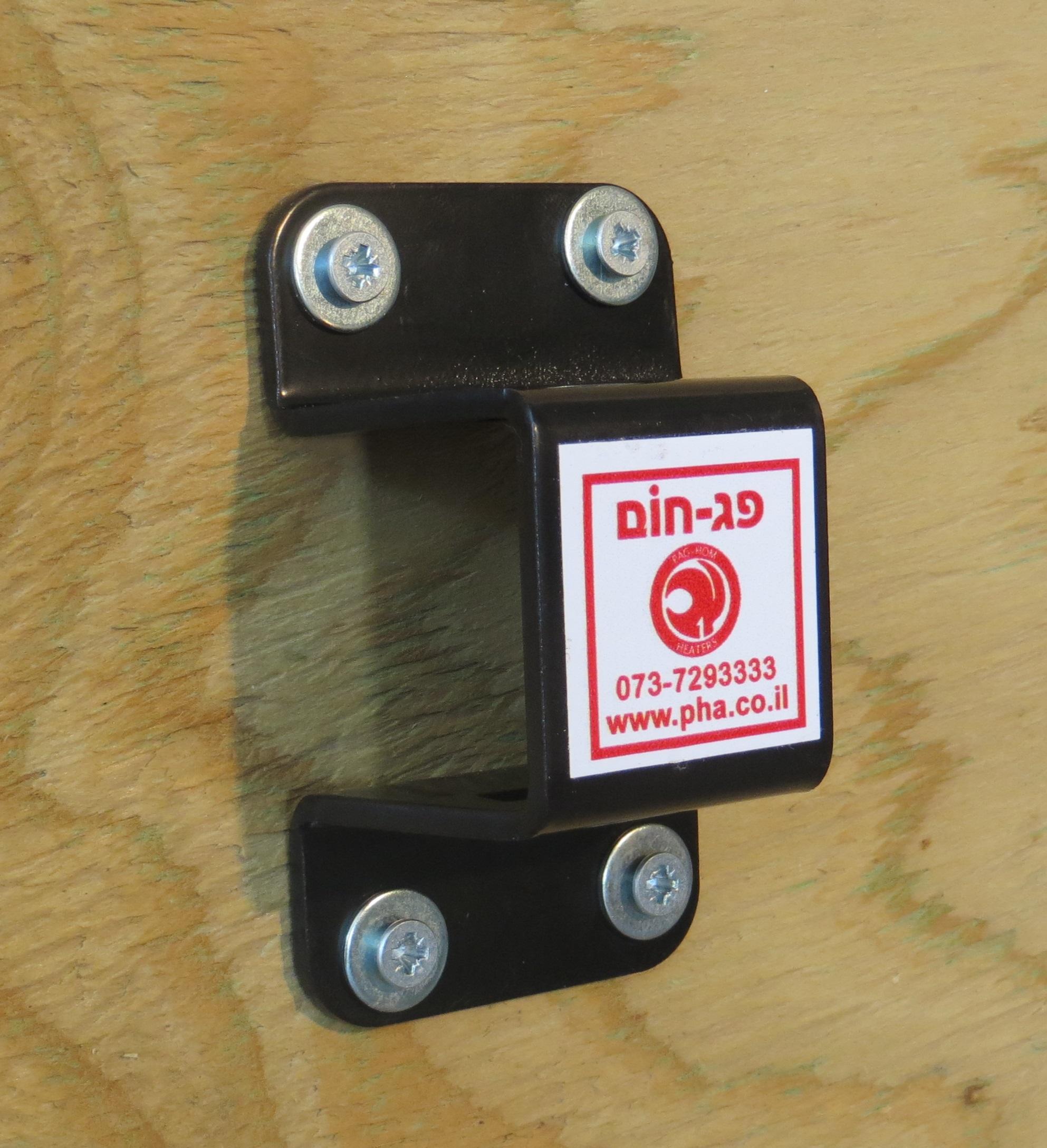 פלח קבוע לקיר המאפשר חיבור ופירוק מהיר וקל של תנור מהקיר