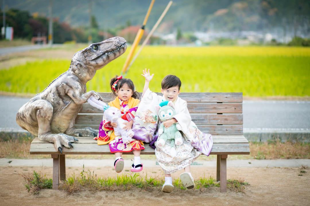恐竜好きな人〜?