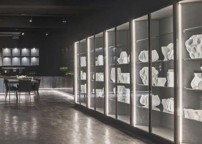Florense destaca as luzes embutidas em mobiliários