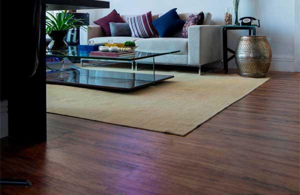 Revestimentos vinílicos, como a linha Wood Planks, transformam os projetos