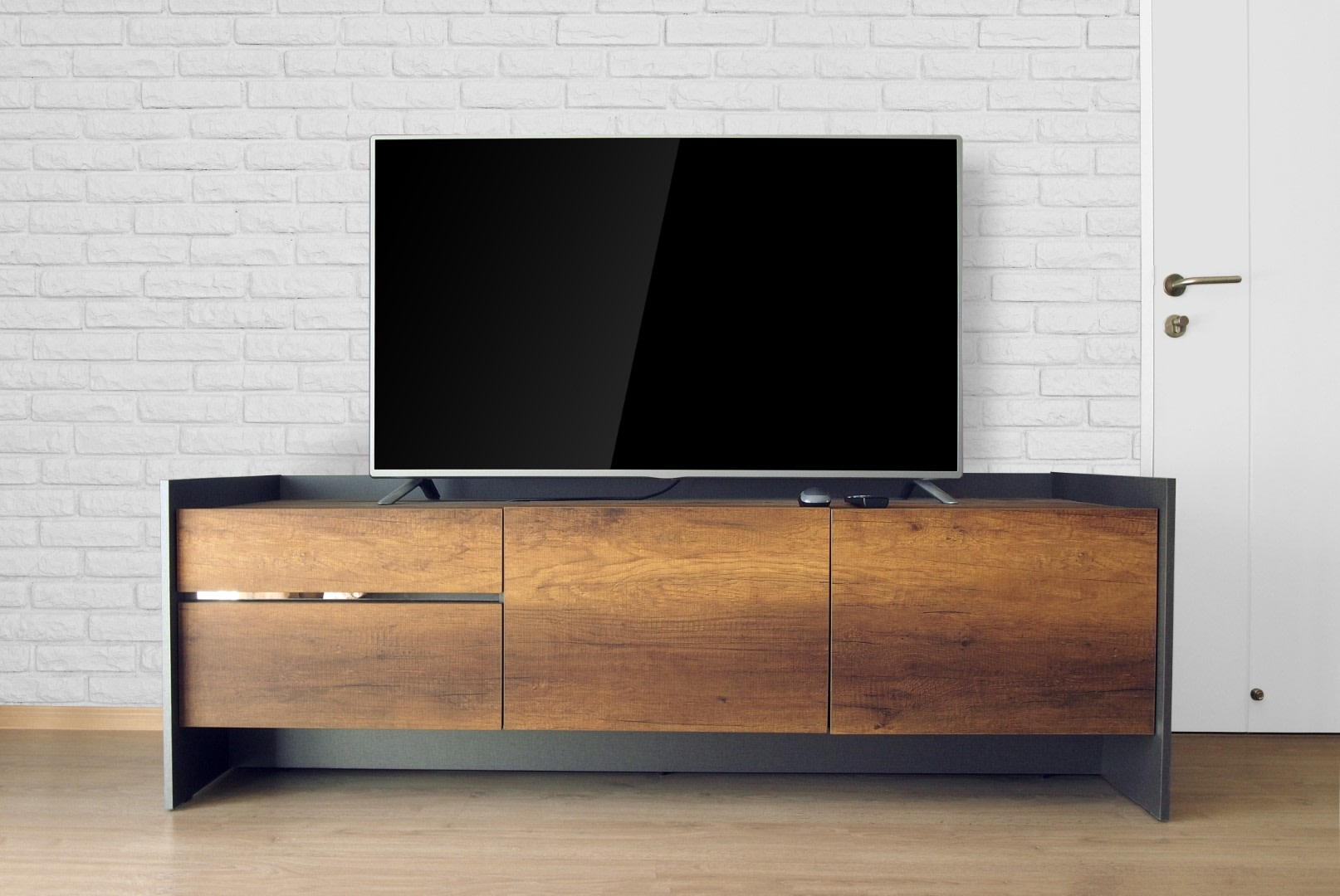 An image related to Reviewing 43-Inch HDR TVs