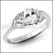 Single Stone Studded in Center Jeweled Fashion Silver Ring