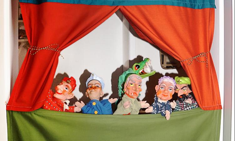 Anleitung für ein selbst genähtes Türtheater | DIY Kinder selbst gemacht