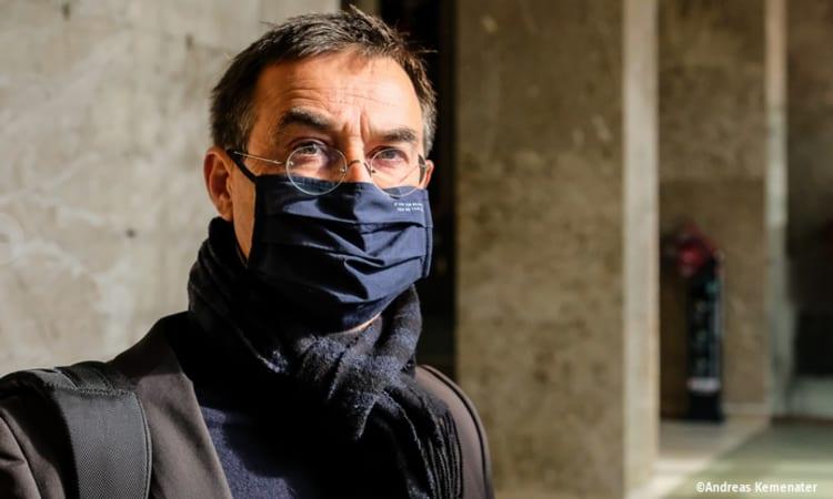 Teilerfolg im Südtiroler Pestizidprozess: Landesgericht Bozen beendet Strafverfahren gegen Verleger und Mitglieder des Umweltinstitut