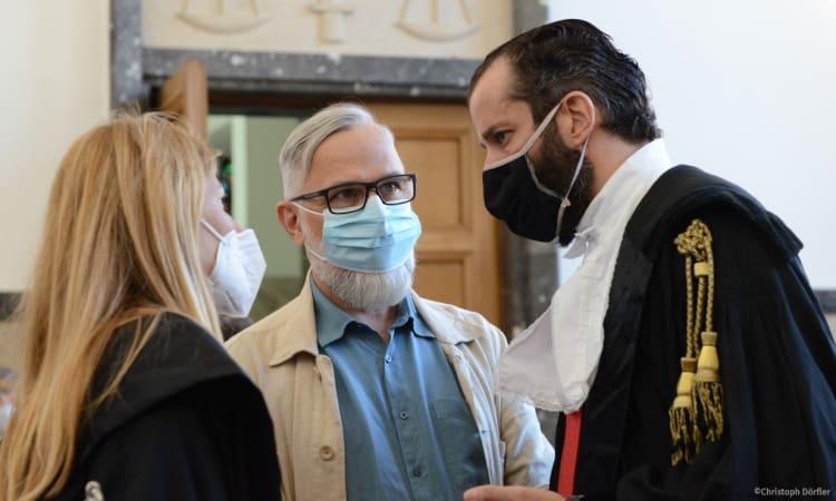 Landesgericht Bozen macht kurzen Prozess: Freispruch für oekom-Autor Alexander Schiebel