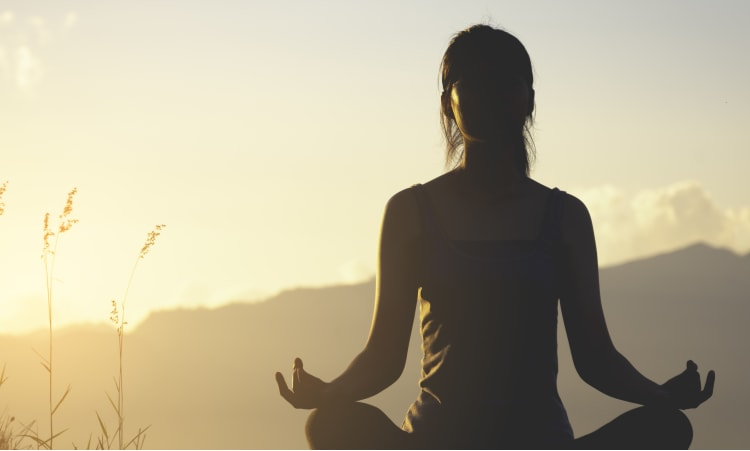 Mondgruß statt Sonnengruß | Yoga Gesundheit