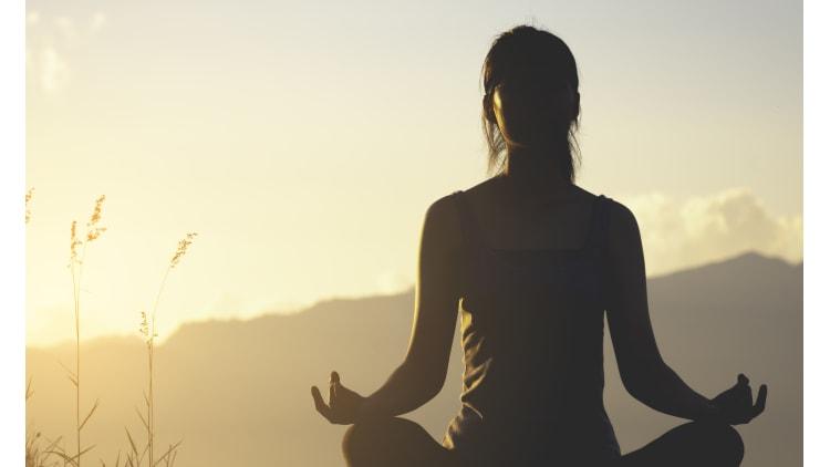 Mondgruß statt Sonnengruß   Yoga Gesundheit