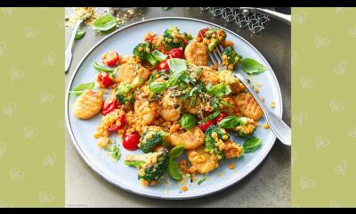 Bild zu Rezept für gebratene Kartoffel-Gnocchi mit Brokkoli, Tomaten und Linsen