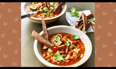 Bild zu Rezept für Minestrone mit Tofuspeck und Vollkorn-Croûtonsticks