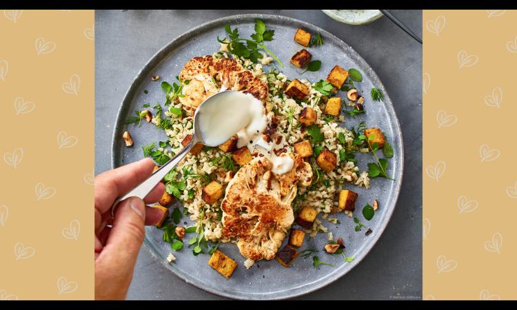 Rezept für Kräuter-Reis-Salat mit Blumenkohlsteaks | Rezepte vegan Veganismus