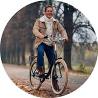 Bild: Mann fährt Fahrrad
