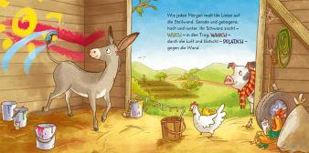 Innenansicht Doppelseite mit farbiger Illustration von Esel und Hühnern im Stall