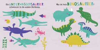 Innenansicht Doppelseite mit farbiger Illustration von verschiedenen Dinosauriern