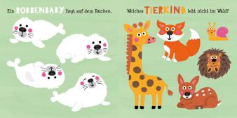 Innenansicht Doppelseite mit farbiger Illustration von verschiedenen Tierkindern