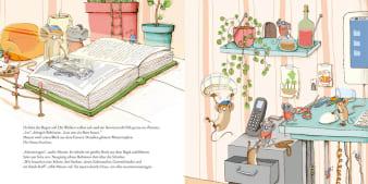 Innenansicht Doppelseite mit farbiger Illustration von Mäusen auf Schreibtisch