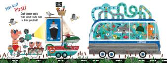 Innenansicht Doppelseite mit farbiger Illustration von verschiedenen Fahrzeugen und Tieren