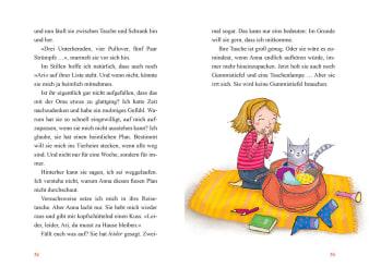Innenansicht Doppelseite mit farbiger Illustration von Mädchen und Kater im Rucksack