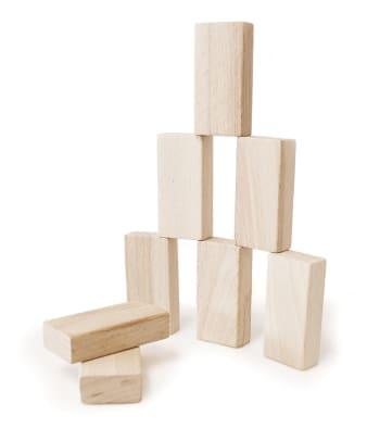 Innenansicht aufeinandergestellte Holzquader