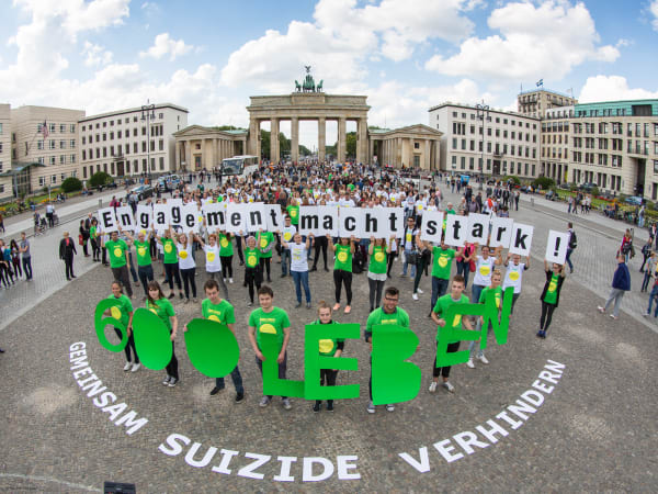 Freunde fürs Leben organisieren den Flashmob 600 Leben in Berlin