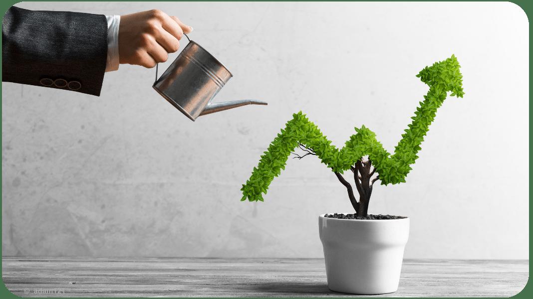 Banker gießt Pflanze