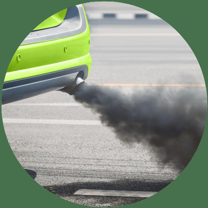 Grünes Auto Abgas