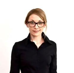 Dr. Julia Arnhold