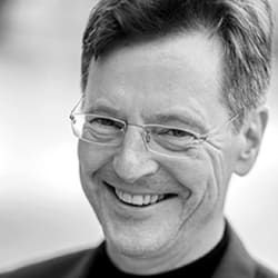 Dr. Henning Schulze